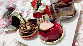 食べ物,ケーキ,屋内,デザート,テーブル,皿,食器,チョコレート,誕生日ケーキ,ウエディング ケーキ
