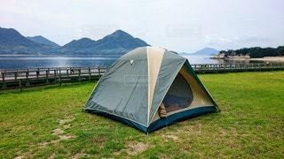 空,傘,屋外,緑,草原,ビーチ,山,景色,草,新緑,キャンプ,テント,うさぎの島
