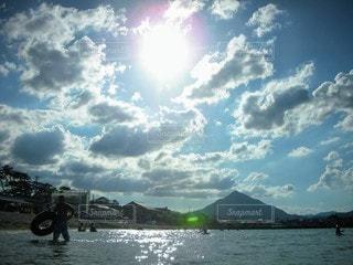自然,風景,海,空,夏,屋外,湖,ビーチ,雲,水面,山,くもり,日中,クラウド