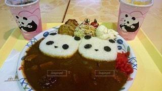 2人,食べ物,カップル,ジュース,テーブル,皿,スープ,パンダ,カップ,カレー,肉,料理,デート