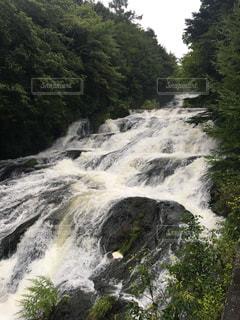 森の中の大きな滝! 間近で観る迫力は凄い!の写真・画像素材[3207360]