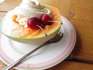 食べ物,屋内,デザート,テーブル,果物,皿,食器,メロン,甘い,おいしい,木目