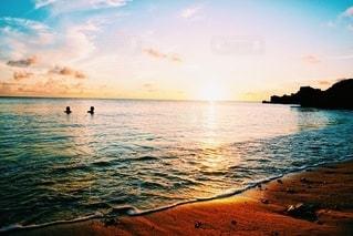 海に沈む夕日の写真・画像素材[3255192]