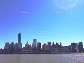 海,空,建物,ニューヨーク,街並み,屋外,水面,タワー,都会,高層ビル,日暈,日中