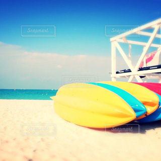 海,空,屋外,サーフィン,ビーチ,カラフル,青,砂浜,水面,鮮やか,クラウド