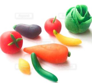 粘土で作った野菜と果物の写真・画像素材[3271969]