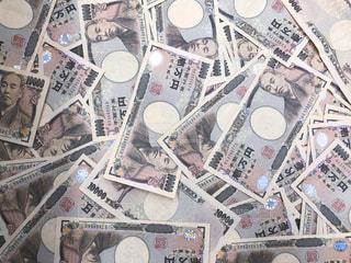 ばらまいたお金のクローズアップの写真・画像素材[3383923]