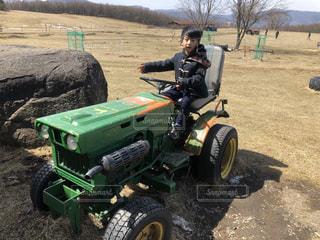 屋外,緑,牧場,土,タイヤ,長野県,トラクター,車両,ホイール,長門牧場,農機具,芝刈り機,オフロード車