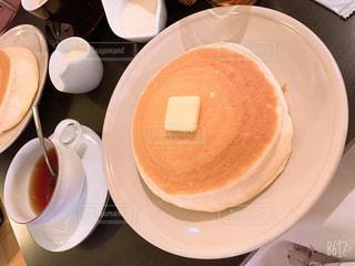 食べ物,パンケーキ,屋内,デザート,テーブル,スプーン,おやつ,休憩,食器,カップ,紅茶