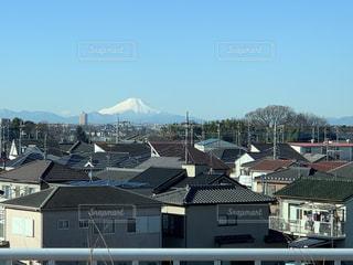 空,建物,富士山,屋外,青空,窓,山,家,町