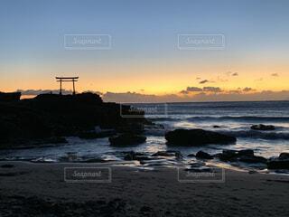 自然,風景,海,空,屋外,朝日,ビーチ,雲,砂浜,波,水面,海岸,朝焼け,正月,お正月,日の出,新年,初日の出