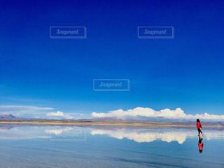 ウユニ塩湖鏡ばりの写真・画像素材[3245690]