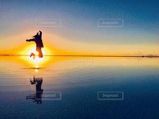 ウユニ塩湖サンライズの写真・画像素材[3254380]
