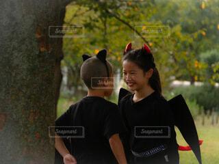 ハロウィン仮装の姉弟の写真・画像素材[3789405]