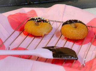 チョコレートかけドーナツの写真・画像素材[4140124]