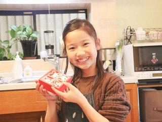 チョコレートと女の子の写真・画像素材[4140516]