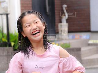 爆笑する女の子の写真・画像素材[4604122]