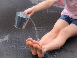 足に水の写真・画像素材[4672657]