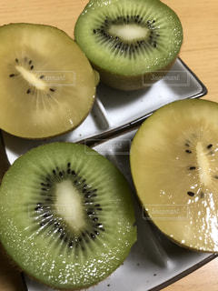 キウイの食べ比べの写真・画像素材[3217027]