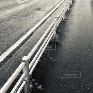 雨,屋外,モノクロ,散歩,道路,白黒,道,雨上がり,アスファルト,おしゃれ