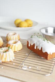 レモンケーキのアイシングがけの写真・画像素材[3219428]