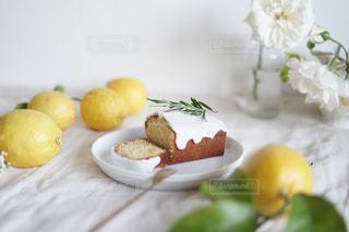 レモンケーキでお茶時間の写真・画像素材[3219429]