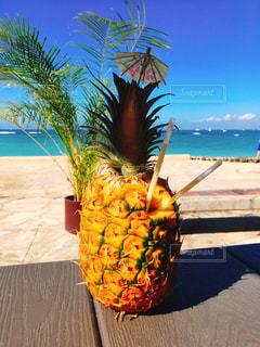 常夏の国で飲むパイナップルジュースの写真・画像素材[3220283]