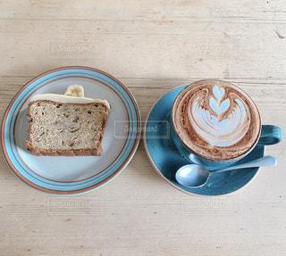 バナナケーキとコーヒーの写真・画像素材[3221200]