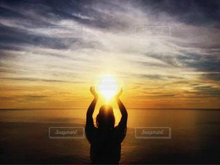 海,空,太陽,夕暮れ,人