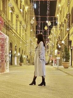 通りを歩いている人の写真・画像素材[3856338]