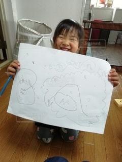 女の子,ペン,笑顔,手書き,紙,おえかき,画用紙,おうち時間