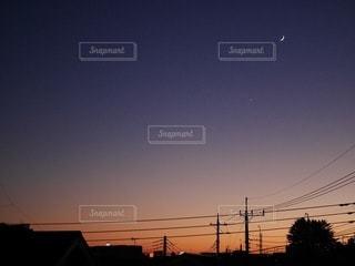 都市に沈む夕日の写真・画像素材[3371795]