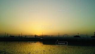 沈む夕日の写真・画像素材[3395058]