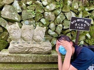 岩壁に座っている人の写真・画像素材[3532919]