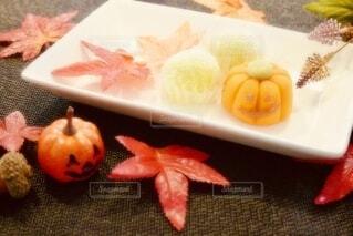食卓の上の食べ物の写真・画像素材[3717397]