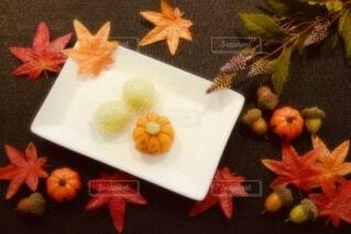テーブルの上の和菓子の写真・画像素材[3717398]