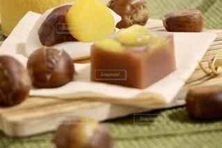 食卓の上の食べ物の写真・画像素材[3806701]