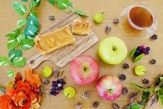 テーブルの上の食べ物の写真・画像素材[3829464]