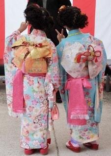 着物を着てる子どもの後ろ姿の写真・画像素材[3878412]