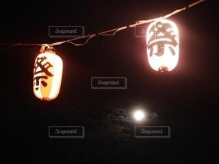 提灯越しの月の写真・画像素材[3919993]