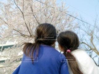 青い服を着た女の子の写真・画像素材[4210991]