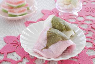 皿の上の和菓子の写真・画像素材[4212214]