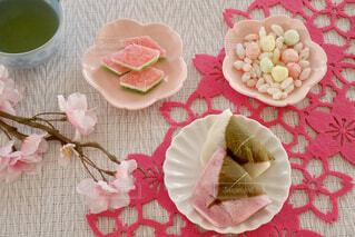 食卓の上の食べ物の写真・画像素材[4214737]