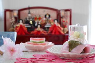 テーブルの上の和菓子の写真・画像素材[4214740]