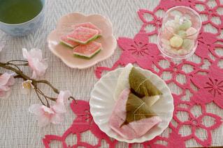 食卓の上の食べ物の写真・画像素材[4214741]