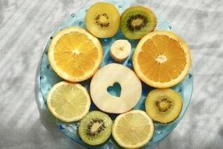 半分に切る果実の写真・画像素材[4892822]