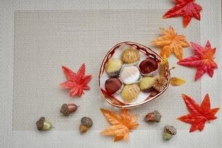 テーブルの上のお菓子の写真・画像素材[4908082]
