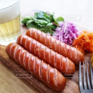 食べ物,テーブル,野菜,ビール,ソーセージ,木目,ファストフード,ニンジン