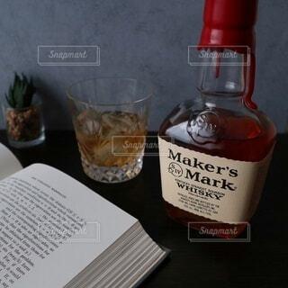 夜,ボトル,ウイスキー,ドリンク,ロック,テキスト,メーカーズマーク