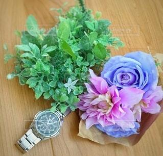 花束と時計の写真・画像素材[3783010]
